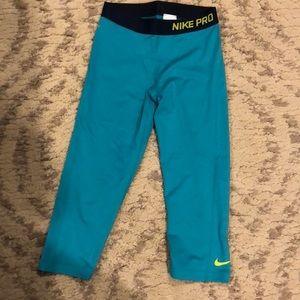 Never worn Nike Pro turquoise workout leggings